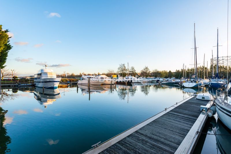 4 bed flat for sale in The Hamptons  - Property Image 14